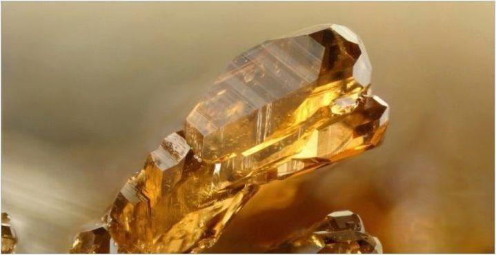 Hesonit: характеристики, свойства и нанасяне на камък