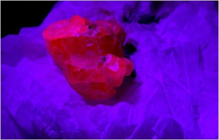 Изкуствена рубин: какво е и как да го разграничим от естествения камък?