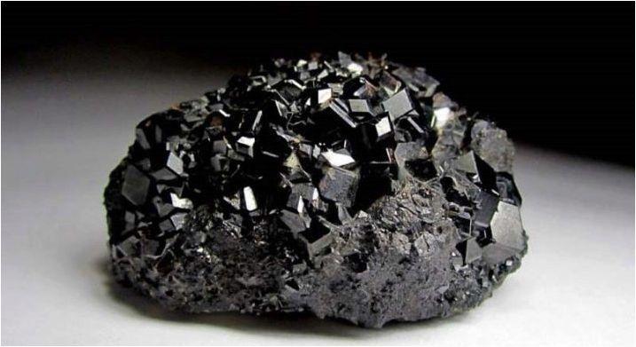 Видове и използване на черни камъни