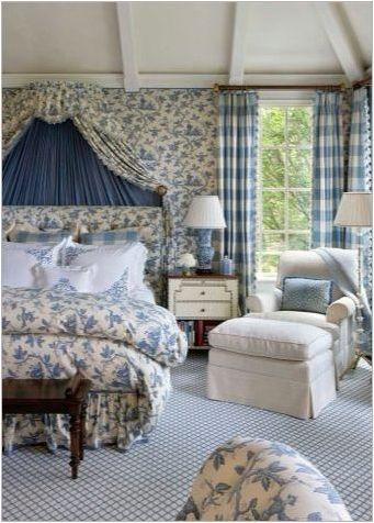 Използване на сини и сини завеси в интериора на спалнята