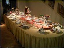 Фестоните, обслужващи празнична маса