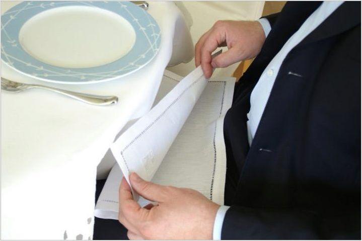 Колко красиво сгънати салфетки в салфетката?