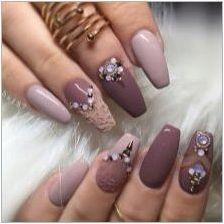 Гел-лак с кристали: характеристики, методи за приложение, примери за дизайн на нокти