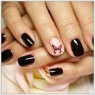 Характеристики на черен маникюр за къси нокти