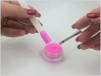 Как да използвате капака на ноктите?