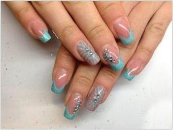 Синя франш дизайн на ноктите