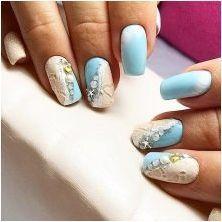 Стилен дизайн на ноктите с образа на морето