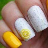 Жълто-бял маникюр: най-добрите дизайнерски идеи и декор