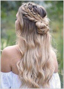 Красиви прически с пакет и течаща коса