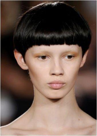 Прическа & # 171 + Страница & # 187 Кратка коса