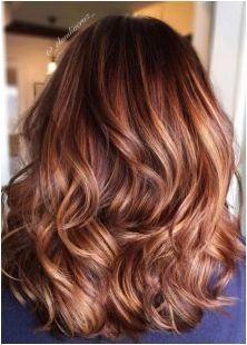 Тъмно карамелен цвят на косата: какви характеристики са различни и на кого се вписва?