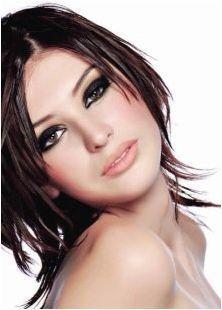 В какъв цвят да рисуват косата с момичета с кафяви очи?