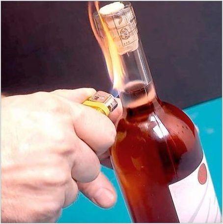 Как да отворим вино без по-лек тирбушон?