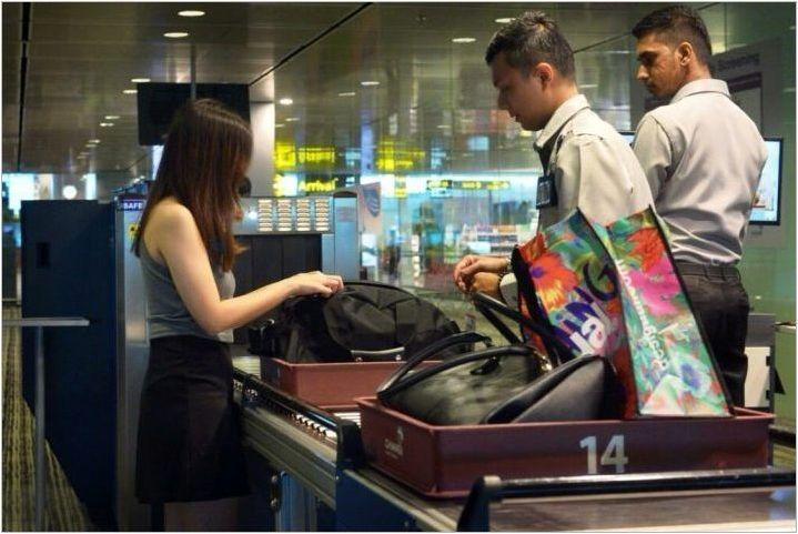 Как да носите парфюм в ръчен багаж в самолета?