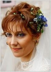 Идеи за сватбени прически с воали на къса коса
