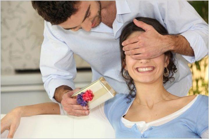 Как да изберем съпруга за подарък на хартиена сватба?
