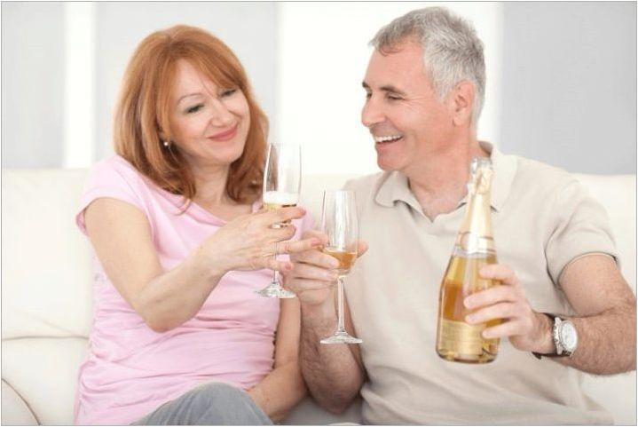 Какви подаръци дават за 20 години сватби на родители и приятели?