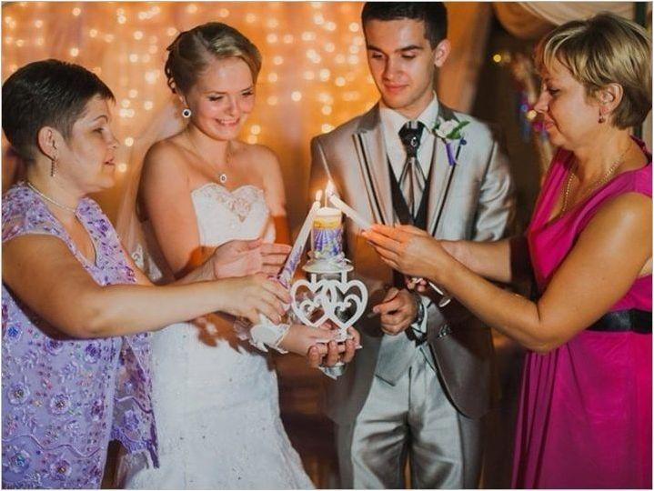 Семейство се фокусира на сватбата - всички тънкости на традицията