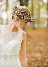 Сватбени прически с цветя: Преглед на най-добрите опции за полагане и методи за тяхното изпълнение