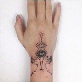 Татуировка на четките за момичета