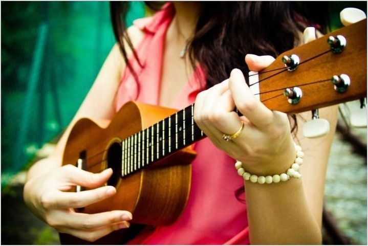 Как да играем борба на укулеле?