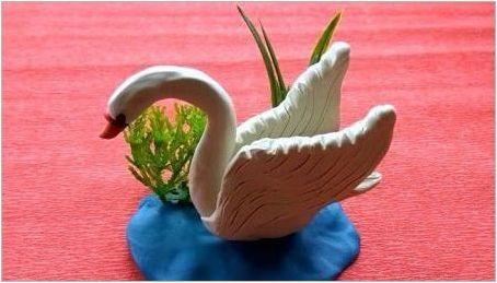 Как да си направим лебед от пластилин?