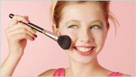 Козметика за момичета 12 години: Възможно ли е да се използва и как да изберем?