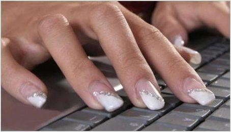 Красив дизайн на бели широки нокти