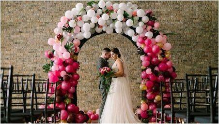 Сватбена арка от балони: опции за дизайн и начини за създаване със собствените си ръце